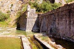 Zatoczka blisko fortecznej ściany Zdjęcie Royalty Free