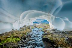 Zatoczka przepływy Przez Śnieżnej jamy Zdjęcia Royalty Free