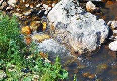 Zatoczka wśród kamieni Fotografia Stock