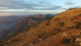 Zatoka Kotor od wzrostów Widok od góry Lovcen zatoka zbiory wideo