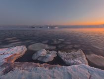 Zatoka Ladoga jezioro w wieczór świetle Karelia jungfrau zdjęcie stock