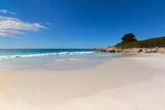 zatoka podpala Tasmania Biała piasek plaża z piękny scenicznym Fotografia Royalty Free