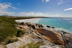 zatoka podpala Tasmania Biała piasek plaża z piękny scenicznym Zdjęcia Stock