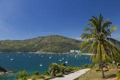 Zatoka z jachtami tropikalna wyspa Zdjęcie Royalty Free