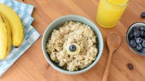 Zatrzymuje ruch zdrowy śniadaniowy oatmeal puchar dla dzieciaków zbiory