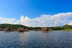 Zattera del galleggiante di Loei- 15 novembre a Huai Krathing con la p non identificata Immagini Stock