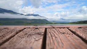 Zattera fatta delle plance di legno stock footage