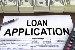 Zatwierdzona pożyczkowa podaniowa forma i dolarowi rachunki Zdjęcia Royalty Free