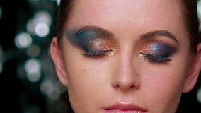Zauber-Dame With Artistic Makeup auf Augen stock footage