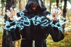 Zauberer, der Finger zeigt Lizenzfreie Stockfotografie
