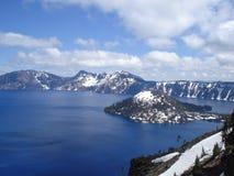 Zauberer-Insel - Crater See Lizenzfreie Stockfotografie