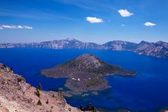 Zauberer-Insel im Crater See Lizenzfreie Stockfotos