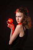 Zauberfrauen mit dem Gejammer auf schwarzem Hintergrund Lizenzfreie Stockfotos