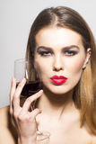 Zaubermädchen mit Glas Rotwein Lizenzfreies Stockbild