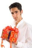 Zaubermann mit Geschenk Stockfoto