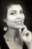 Zauberportrait der netten Frau mit sinnlichen Augen stockfotografie