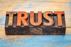 Zaufanie w rocznika letterpress drewna typ Fotografia Stock
