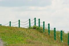 Zaun auf dem Hügel Lizenzfreie Stockbilder