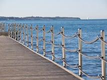 Zaun auf dem Meer Stockbild