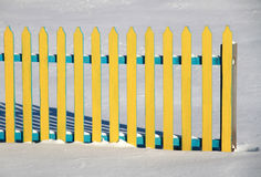 Zaun auf dem Schnee Lizenzfreies Stockbild
