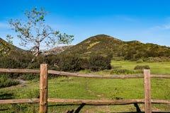 Zaun auf der Iron Mountain-Spur in Poway, Kalifornien Stockbilder