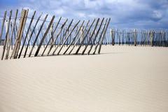 Zaun auf einem Strand Stockfotos