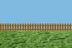 Zaun auf grünem Gras Lizenzfreies Stockfoto