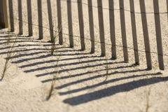 Zaun auf Strand Stockfoto
