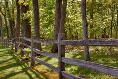 Zaun der aufgeteilten Schiene Lizenzfreie Stockfotografie
