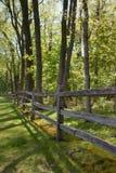Zaun der aufgeteilten Schiene Stockbilder