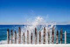 Zaun, der das Meer hält lizenzfreie stockfotos