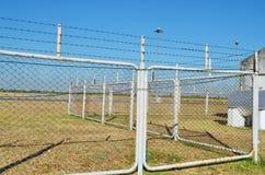 Zaun des Flughafens Stockfotografie