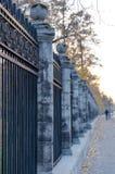 Zaun des Stadtparks. stockfotografie
