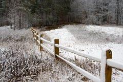 Zaun im Winter-Schnee Lizenzfreie Stockbilder