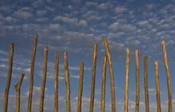 Zaun mit Wolken Lizenzfreies Stockfoto