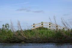 Zaun am Ufer Stockbilder