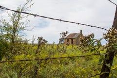 Zaun und Haus Stockfotografie