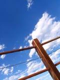 Zaun und Himmel Lizenzfreie Stockfotos