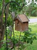 Zaunkönig in einem Vogelhaus Lizenzfreies Stockfoto