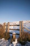 Zauntritt im Schnee lizenzfreie stockbilder