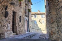 Zavattarello, Oltrepo Pavese, alte Stadt Mutter mit zwei Töchtern Stockfoto