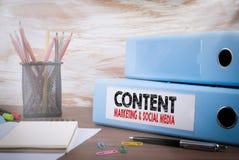 Zawartość, marketing i socjalny środków pojęcie, obrazy stock