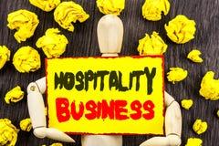 Zawiadomienie tekst pokazuje gościnność biznes Pojęcia znaczenia przemysłu turystyki Biznesowa reklama pisać na Kleistym notatki  obraz royalty free