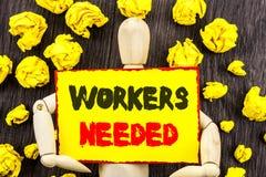 Zawiadomienie tekst pokazuje pracowników Potrzebujących Pojęcia znaczenia rewizja Dla kariera zasobów pracowników bezrobocia prob Zdjęcie Stock