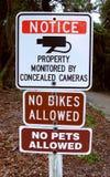 Zawiadomienie znak kamery Żadny zwierzęta domowe Żadny rowery zdjęcia stock