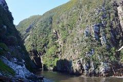 Zawieszenie most, burzy ` s rzeka, Tsitsikamma, Południowa Afryka obraz stock