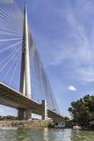Zawieszenie most Nad Ada stropnicą Z schodkami i pilonu szczegółem - Zdjęcia Stock