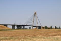 Zawieszenie most nad rzecznym IJssel przy Kampen wymieniał Eilandbrug w holandiach zdjęcie royalty free
