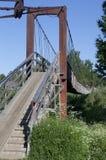 Zawieszenie most nad rzecznym Vaga w wiosce Verkhovazhye Vologda region zdjęcie stock