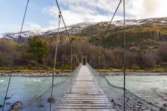 Zawieszenie most przez rzekę zdjęcia royalty free